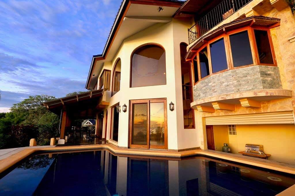 Casa hermosa con piscina en Playa Potrero.