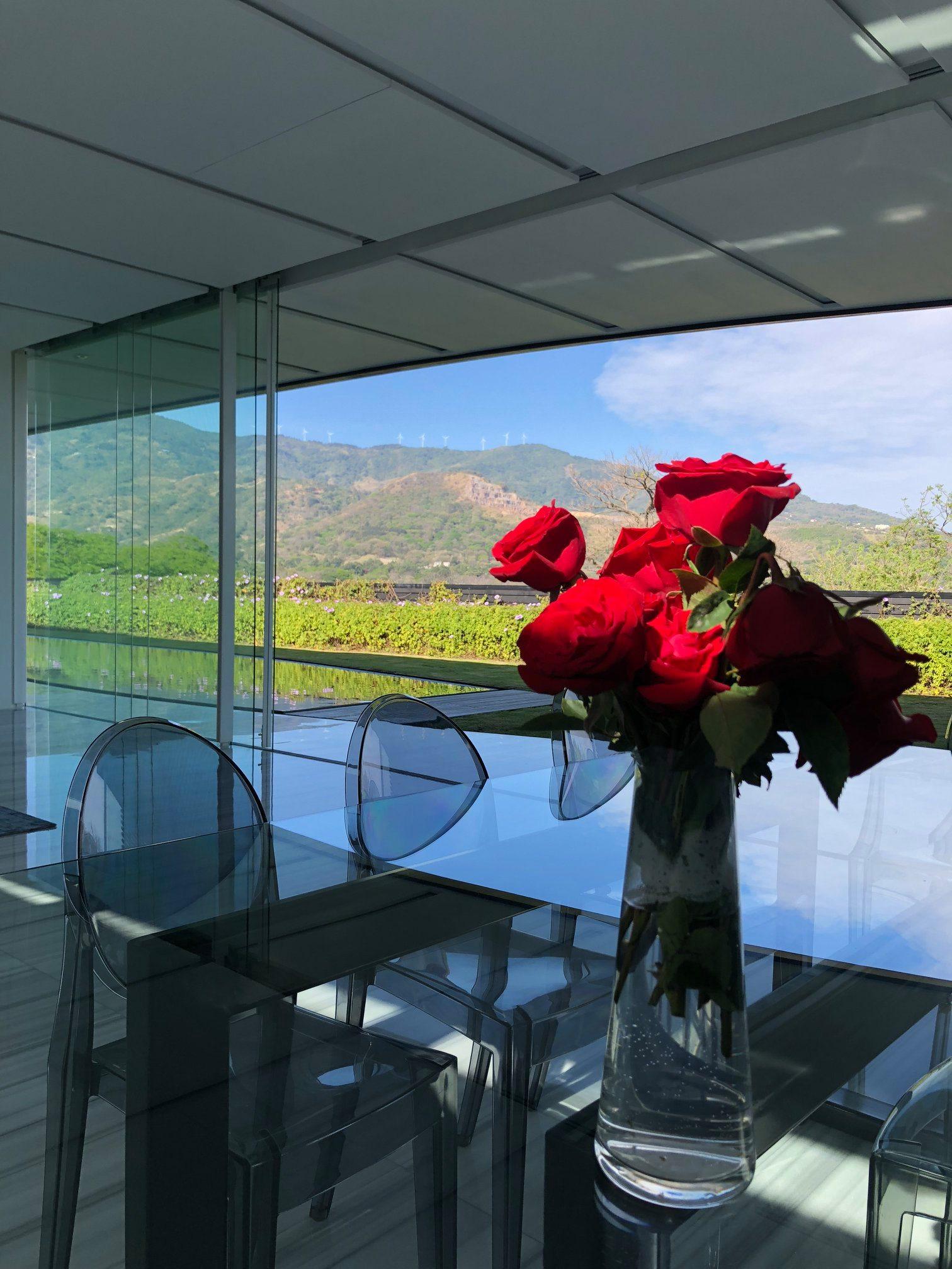 Nueva Casa de Lujo con Vista Panorámica en Santa Ana
