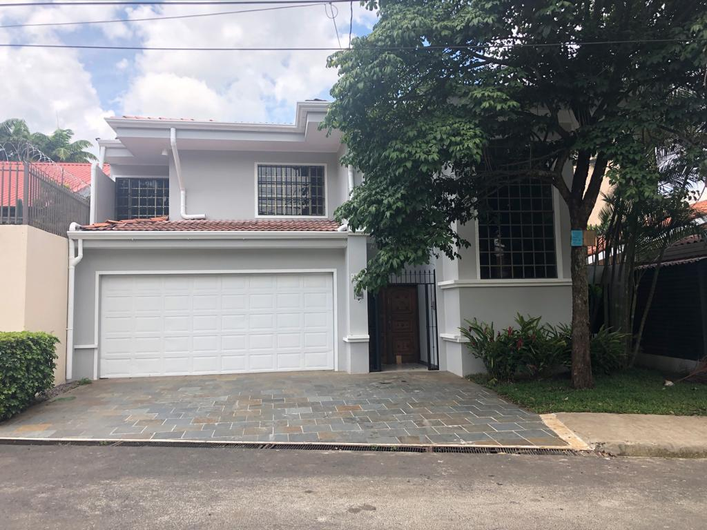 Casa en Residencial privado en San Rafael de Escazú