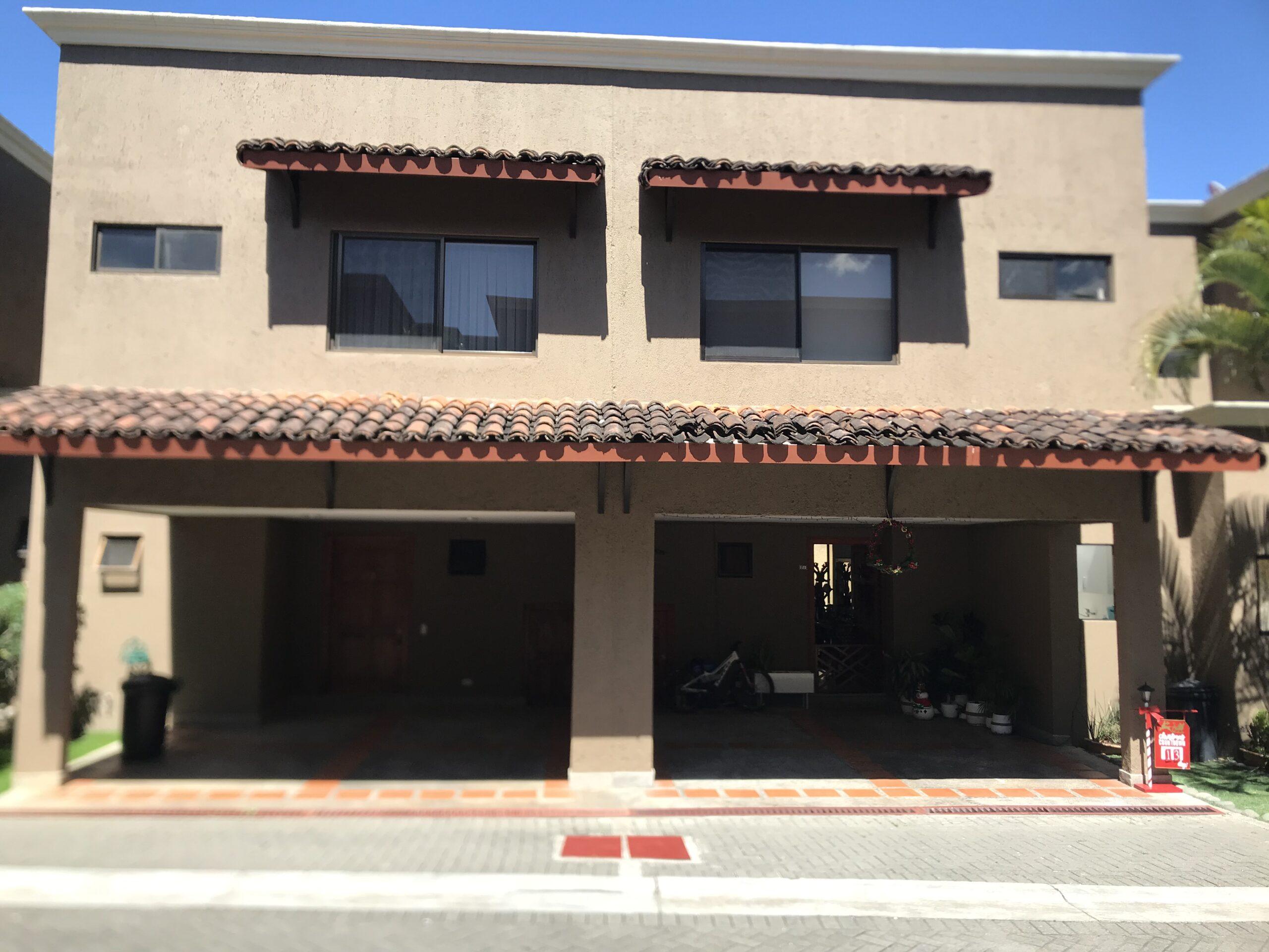 Alquiler de apartamento en Condominio Ubicado en Santa Ana, Muy Seguro !!