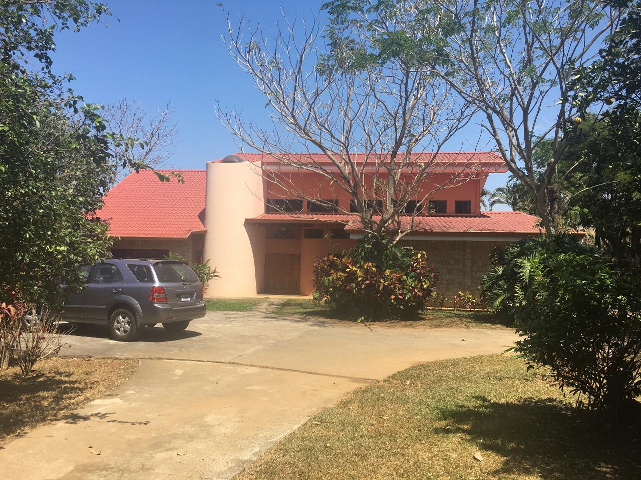 Casa ubicada en Guácima, cerca del Auto Mercado