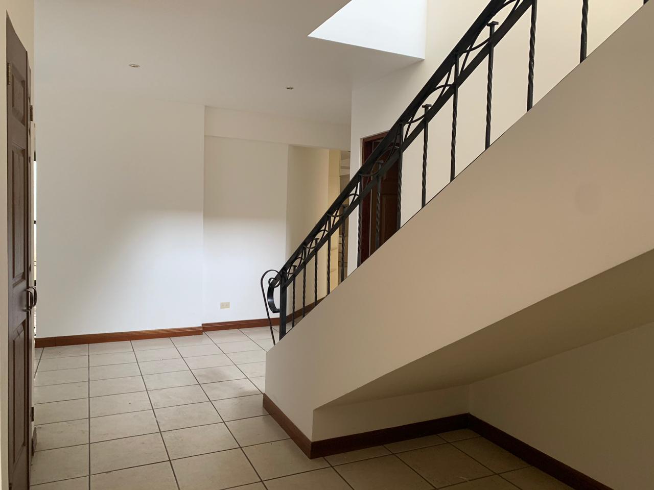 Venta de casa en condominio ubicado en Escazú