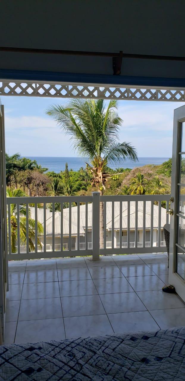 Adorable condominio en venta en Playa Azul. (Oferta).