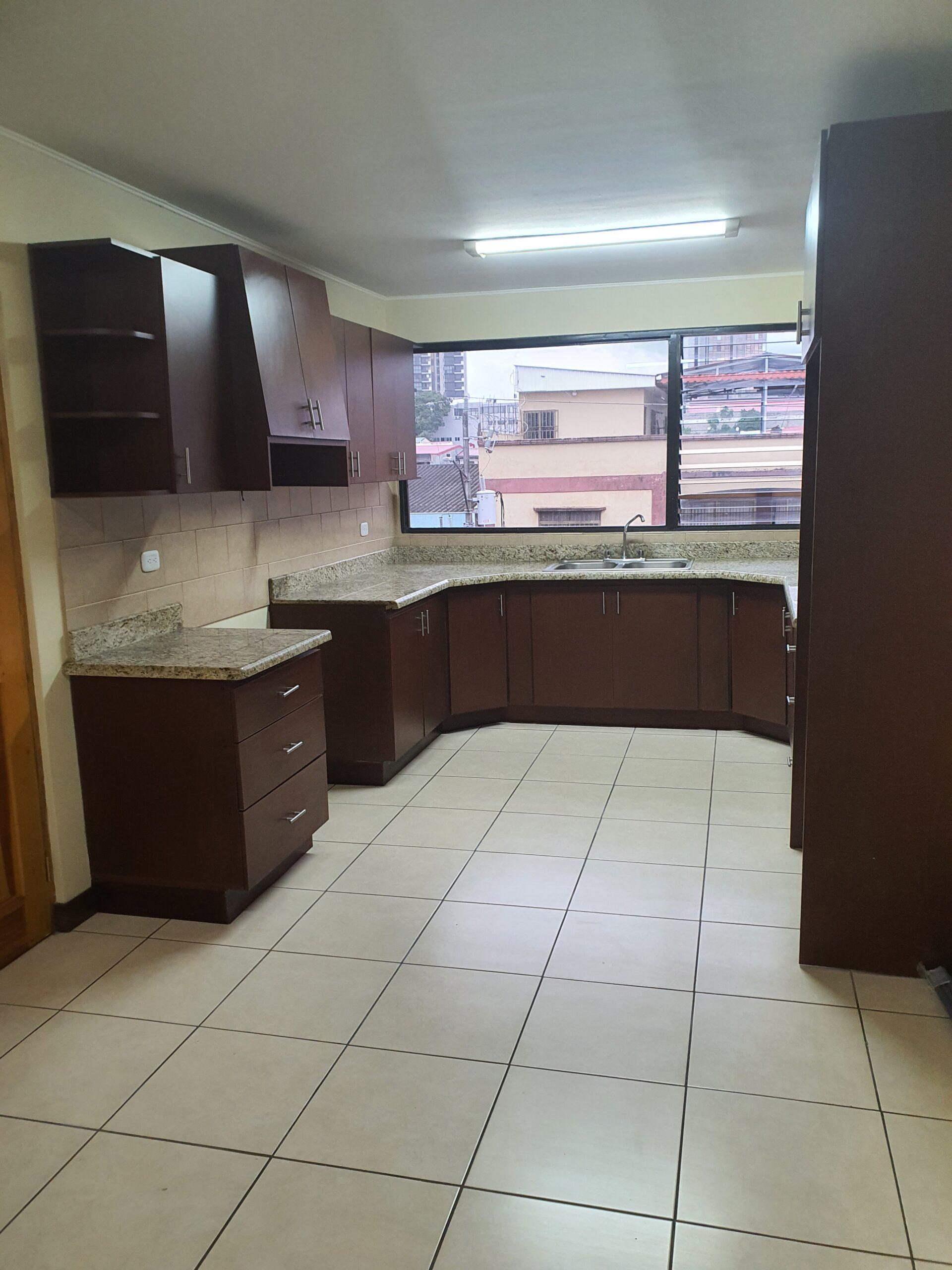 Alquiler de apartamento de 3 habitaciones en curridabat