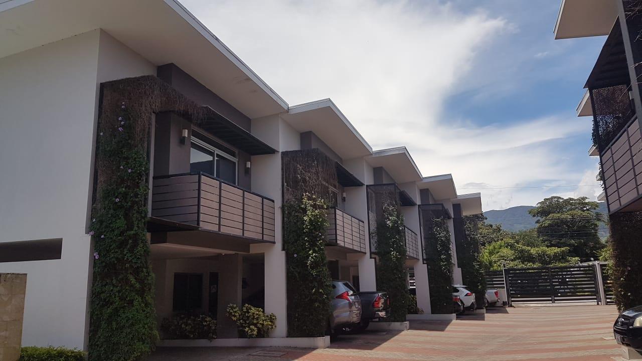 Venta de casa en condominio ubicado en Pozos, Santa Ana