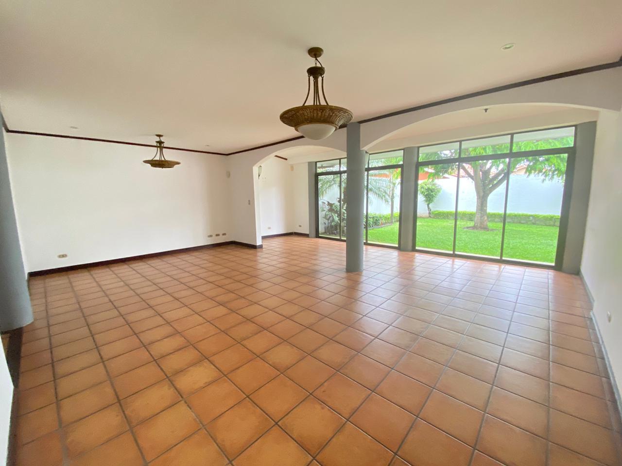 Venta de casa en condominio ubicado en Pozos de Santa Ana