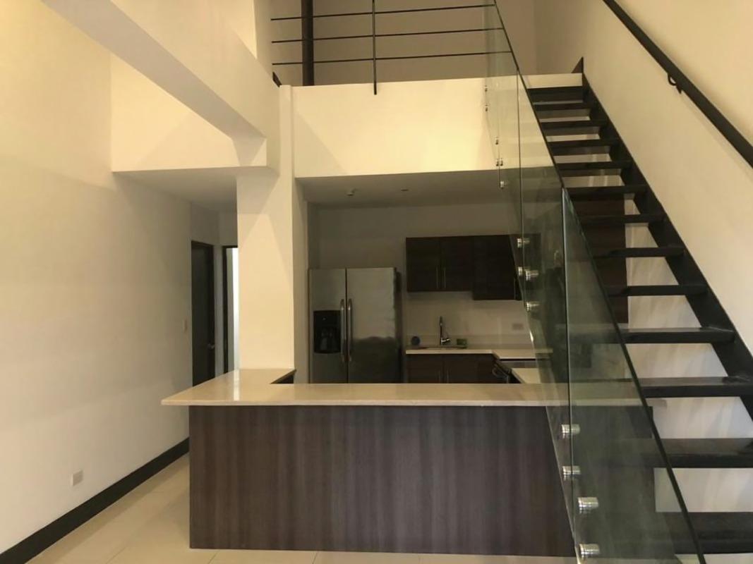 Alquiler de apartamento de 3 habitaciones ubicado en condominio (Santa Ana)