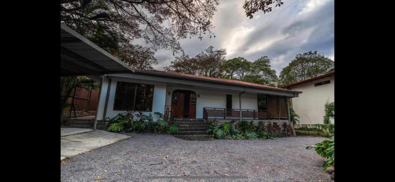Casa de una sola planta para alquiler/venta en Brasil de Mora, Sta Ana.
