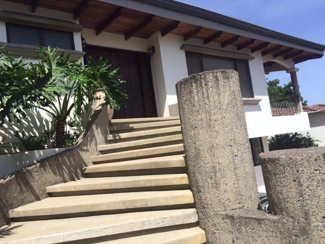 Venta de Hermosa y Amplia Casa en Zona Más Exclusiva de Escazú