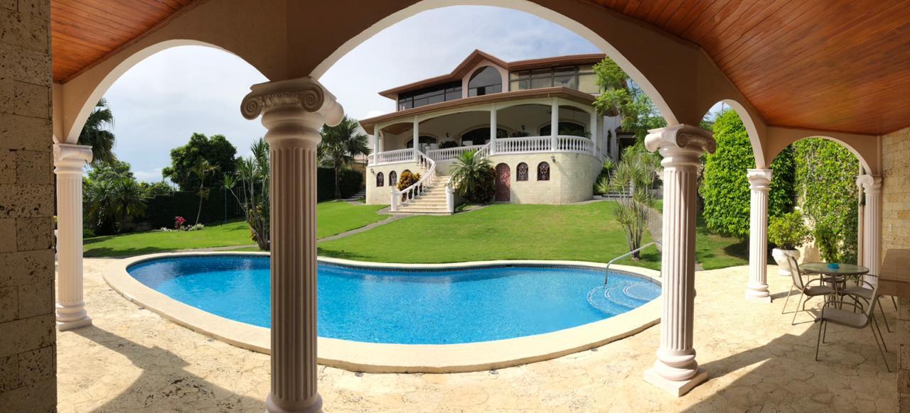 Maravillosa Casa con Piscina en Guachipelín, Escazú