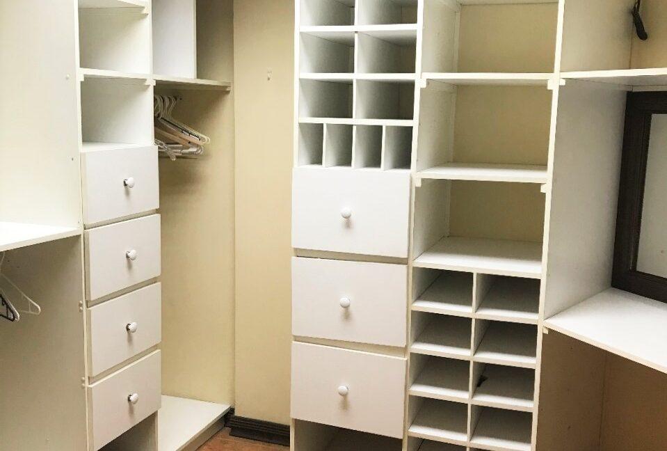 SJ-010_Closet 1