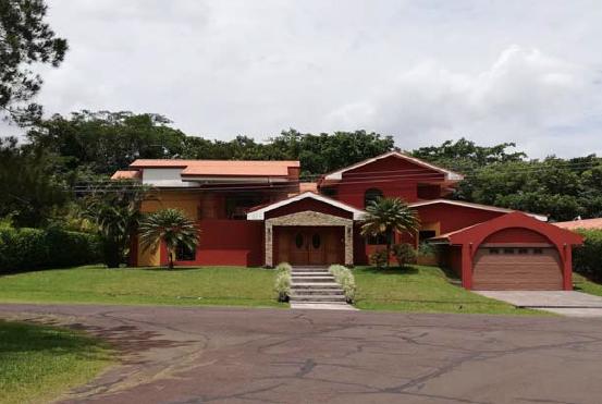 Casa en venta ubicada en Los Reyes (Guácima)