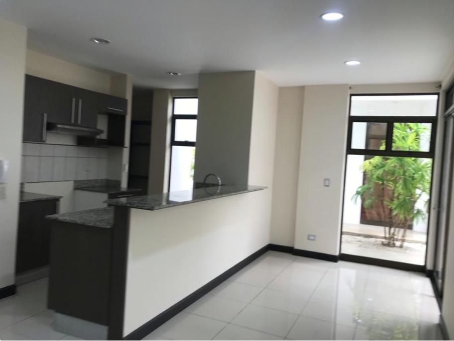 Alquiler de apartamento de 3 habitaciones en pinares de curridabat