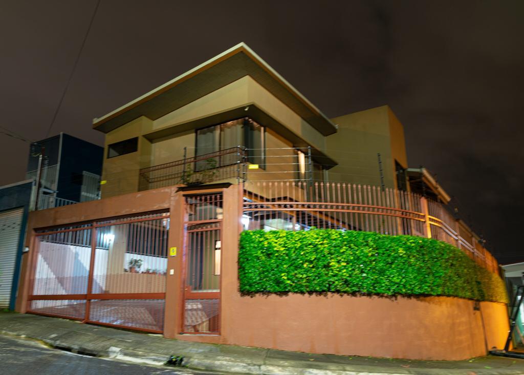 Venta de casa de dos plantas en La Itaba