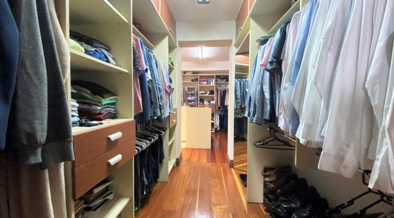 SJ-027_Walk-in Closet 1