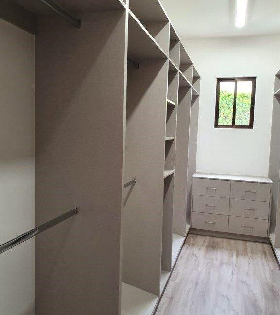 SJ-045_Walk-in Closet 1