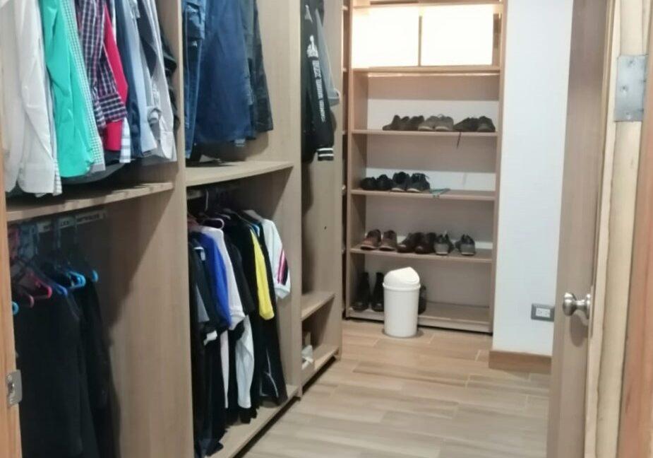 SJ-051_Walk-in Closet 1