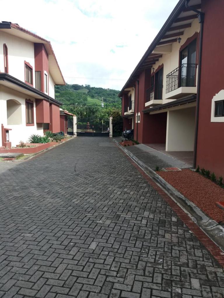 Venta de casa en condominio ubicada en Brasil de Mora