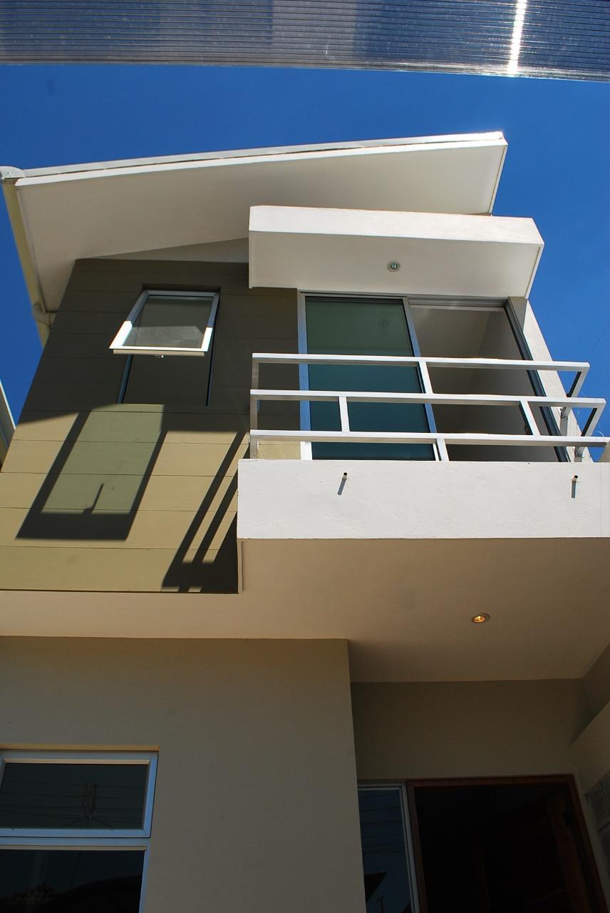 Venta de casa ubicada en residencial en Santa Ana