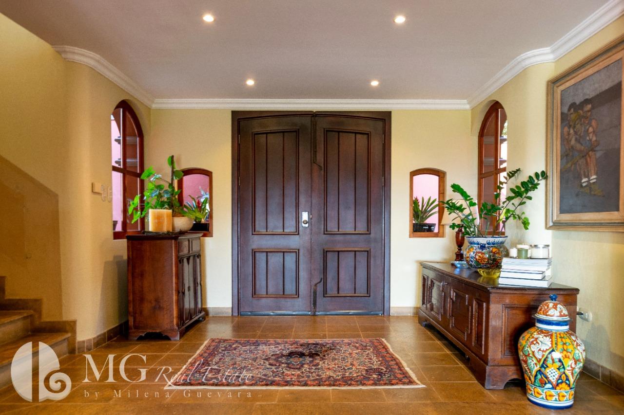 Venta de lujosa casa estilo colonial