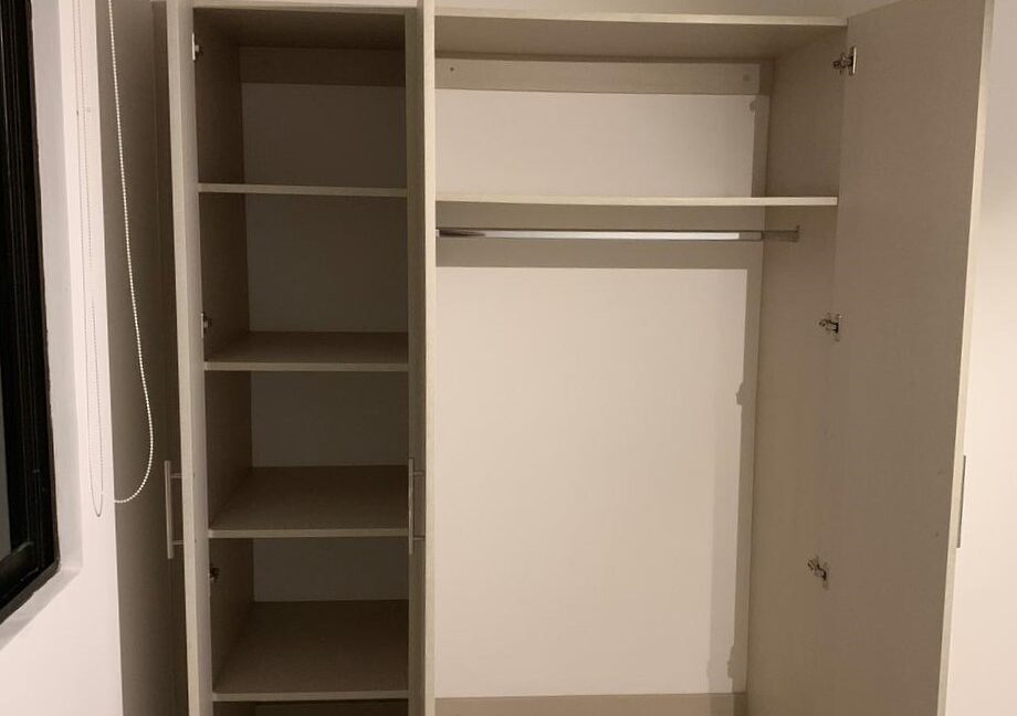 SJ-029_Closet 1