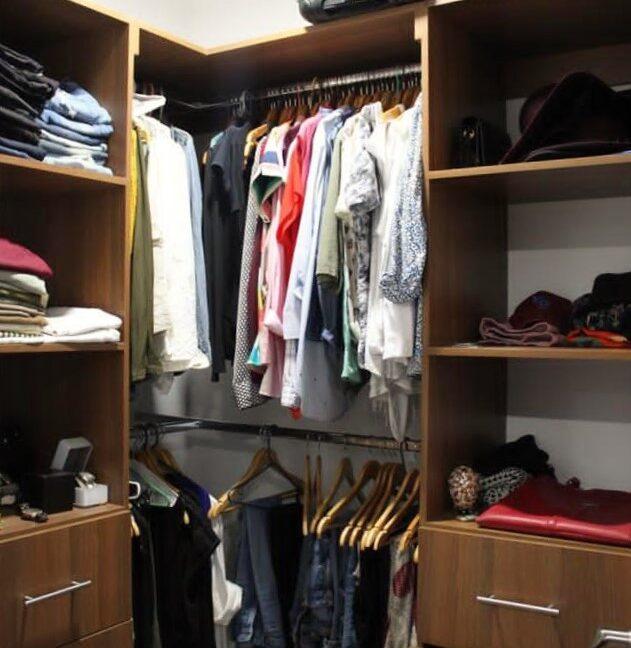 SJ-049_Closet 1