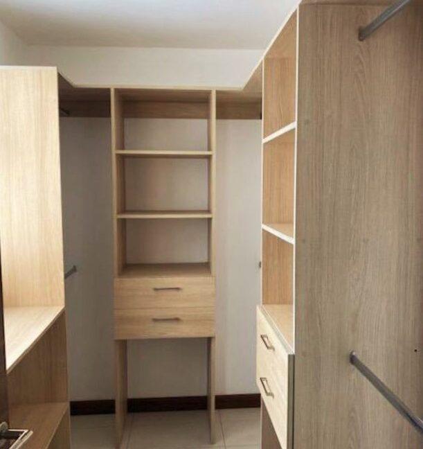 SJA-020_Walk-in Closet 1