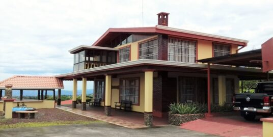 Casa en Amplio Terreno con Espectacular Vista en Santa Bárbara de Heredia