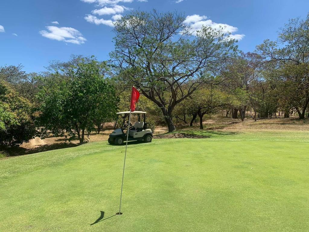 Venta de terreno de 120 hectáreas con cancha de Golf ubicado en Playas del Coco. Venta de Oportunidad!