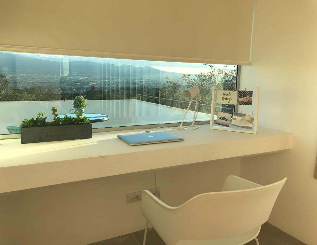 Se alquila apartamento Amueblado con vista San Antonio de Escazú.
