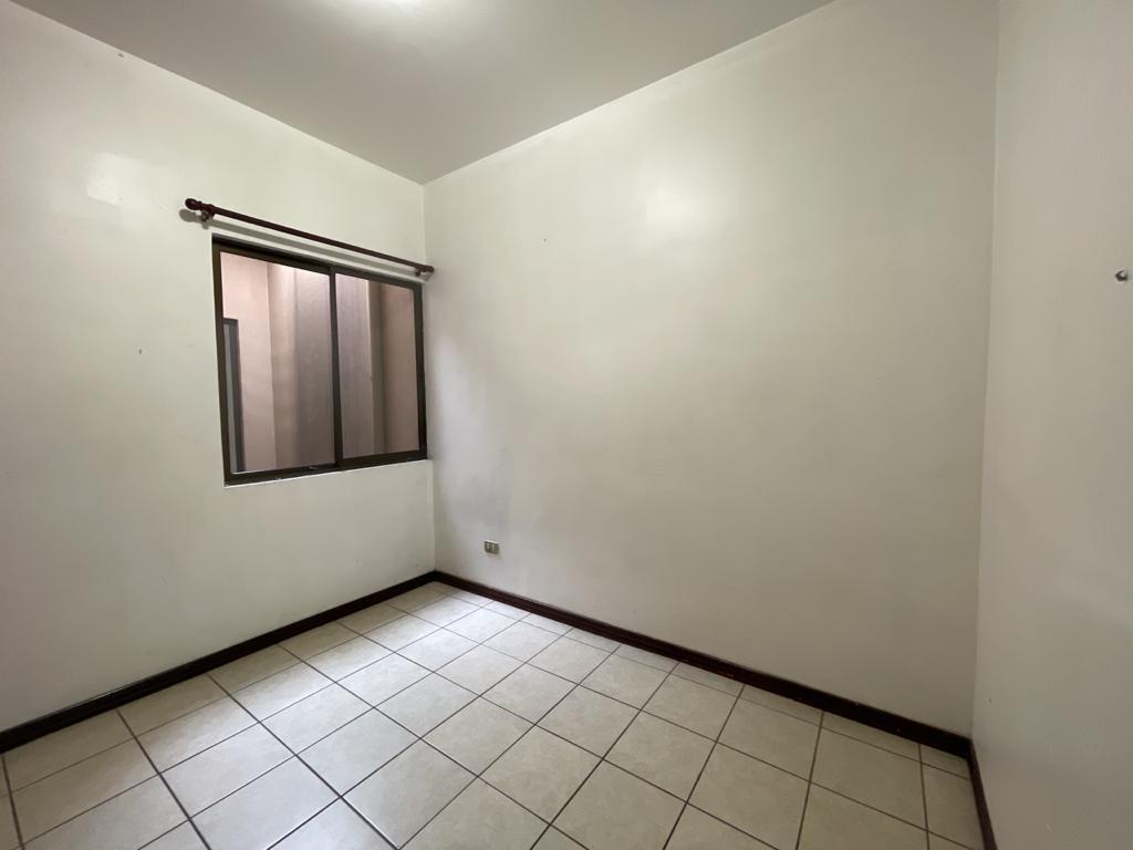 Se vende casa de 3 habitaciones en Alajuelita en lindo condominio
