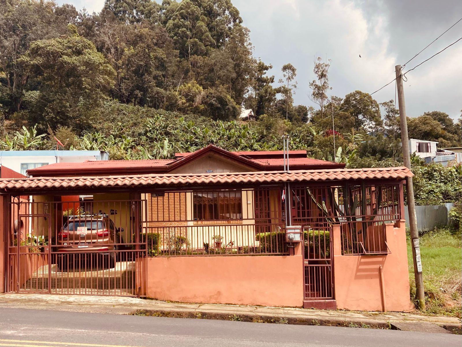 Venta de casa en San Pablo de león Cortes