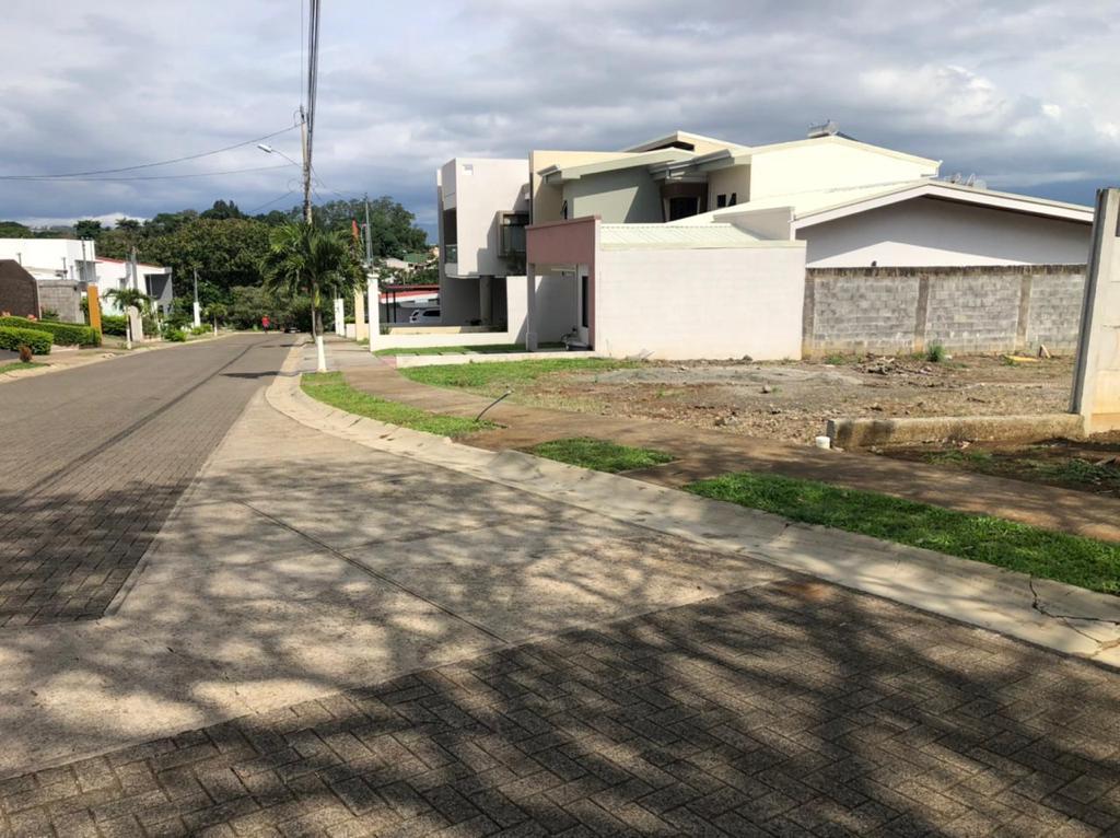 Se vende hermoso lote en exclusivo residencial Alajuela, Río Segundo